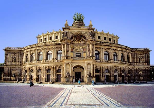 Semperoper Dresden ist immer gut für Sightseeing
